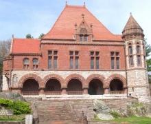Oakes_Ames_Memorial_Hall_(North_Easton,_MA)_-_front_facade.jpg