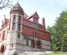 Oakes_Ames_Memorial_Hall_(North_Easton,_MA)_-_side_view.jpg